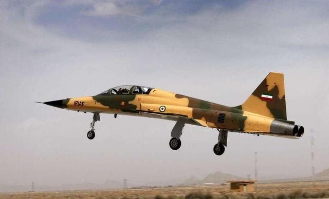 完全摧毁!伊朗出动10架闪电战斗机 针对美军前线阵地轮番轰炸