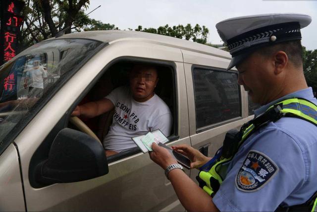 过年开车回家,汽车在异地违章,如何交罚款?