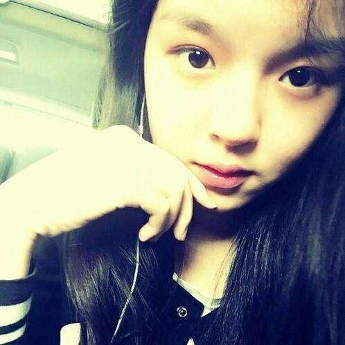 李咏16岁女儿晒照撞脸张柏芝哈文只评论了5个字网友:要快乐_凤凰