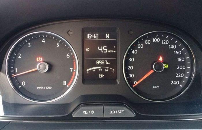 百公里油耗几升算是省油车?内行人说出一个标准,超过都叫油耗子