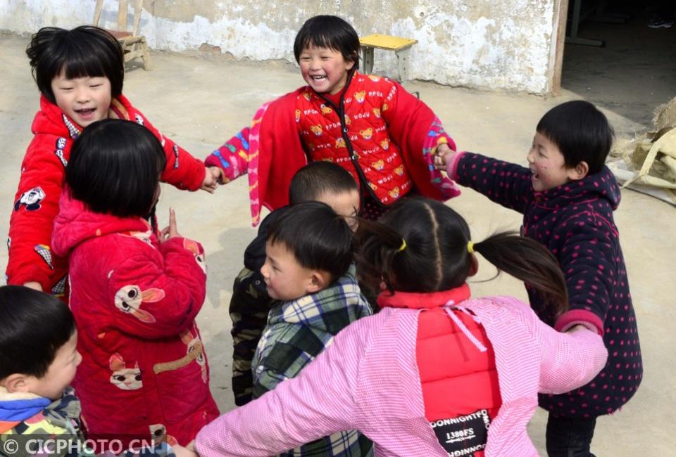 """河南汝南:山村教师坚守""""孤岛""""26年"""