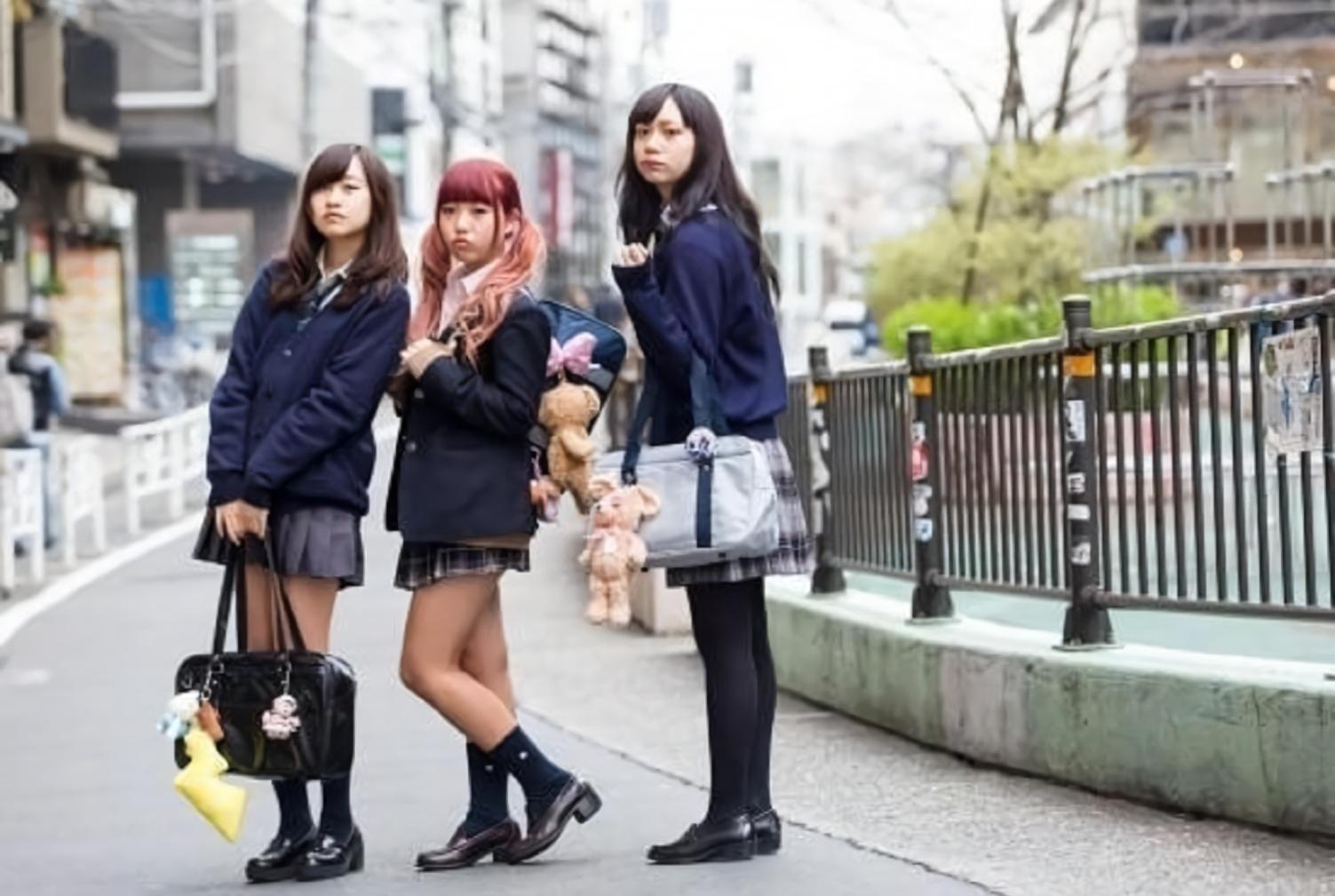 为什么日本妹子就不怕冷?大冬天还光着腿?有啥秘诀吗?