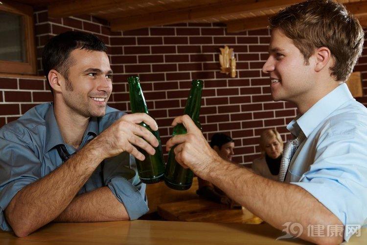 常常喝酒的人留意,3个小窍门,让你喝酒不伤肝