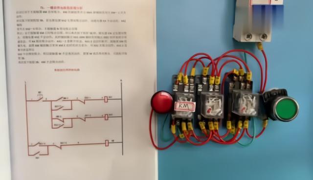 浴霸有4組開關,8個接線柱,碰到這種開關,很多電工新手