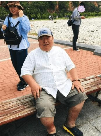 63岁央视主持人董浩近照曝光,身材发福严重让人认不出
