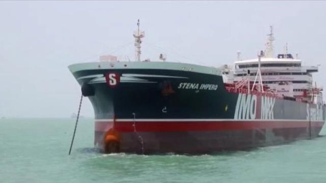 伊朗公布遭扣押的英国油轮船员视