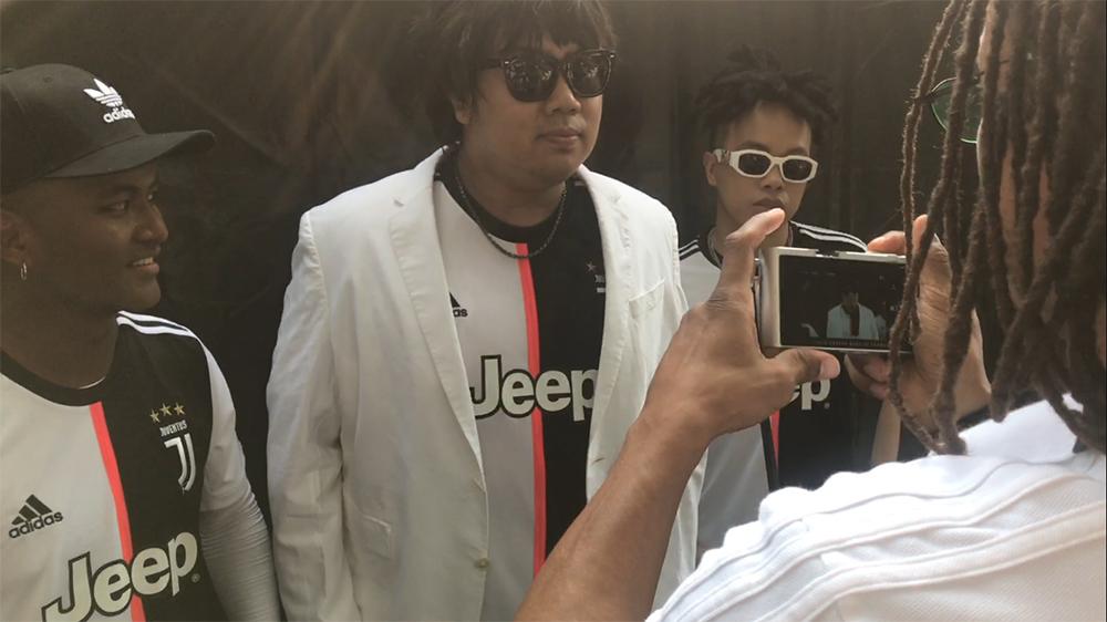 戴维斯拍摄中国音乐人大过记者瘾.jpg