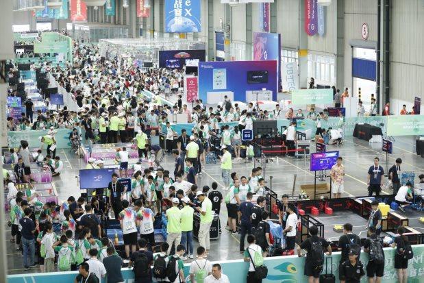 """青少年机器人设计大赛举行 全球五千余名""""智能新星""""决战保定"""