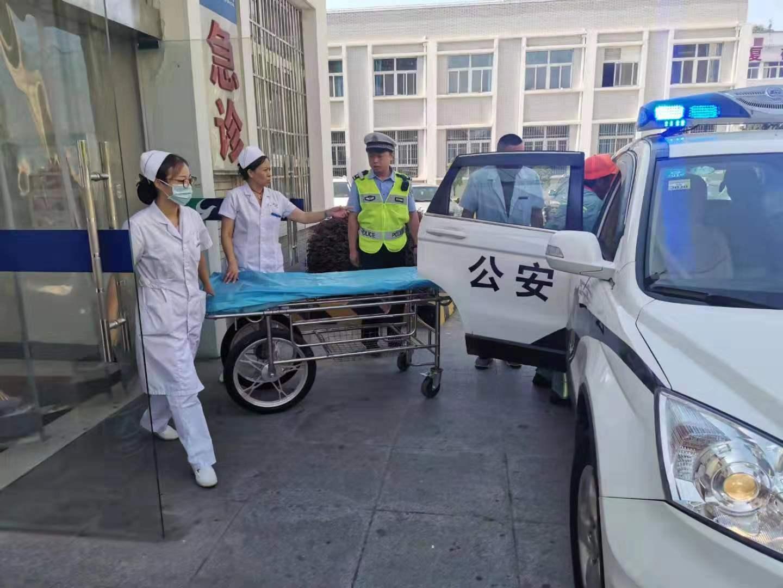 环卫工突患热射病神志恍惚 交警紧急救助并送医转危为安