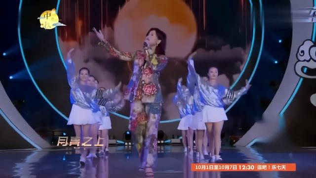 场舞凤凰传奇恰恰_凤凰传奇再创奇迹,现场演唱一首歌嗨爆了,广场舞大妈又有神曲了