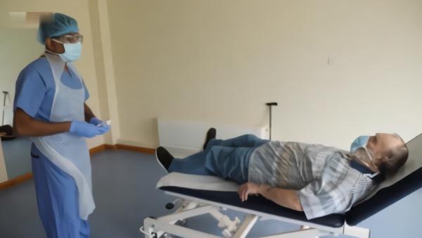 英国为轻症患者设发热诊所,防护物资有限