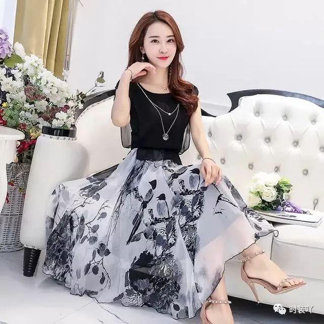 春天一过,这款连衣裙建议35-43岁拿下,雪纺水墨画飘逸连衣裙