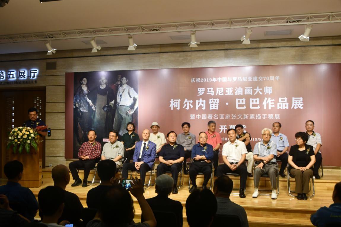 中国着名画家张文新素描手稿展在邯郸韩玉臣美术馆开幕