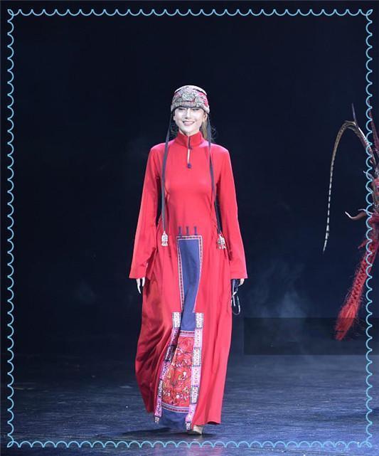杨丽萍就是不服老!60岁穿复古红裙大跳热舞,哪有这么疯狂的奶奶