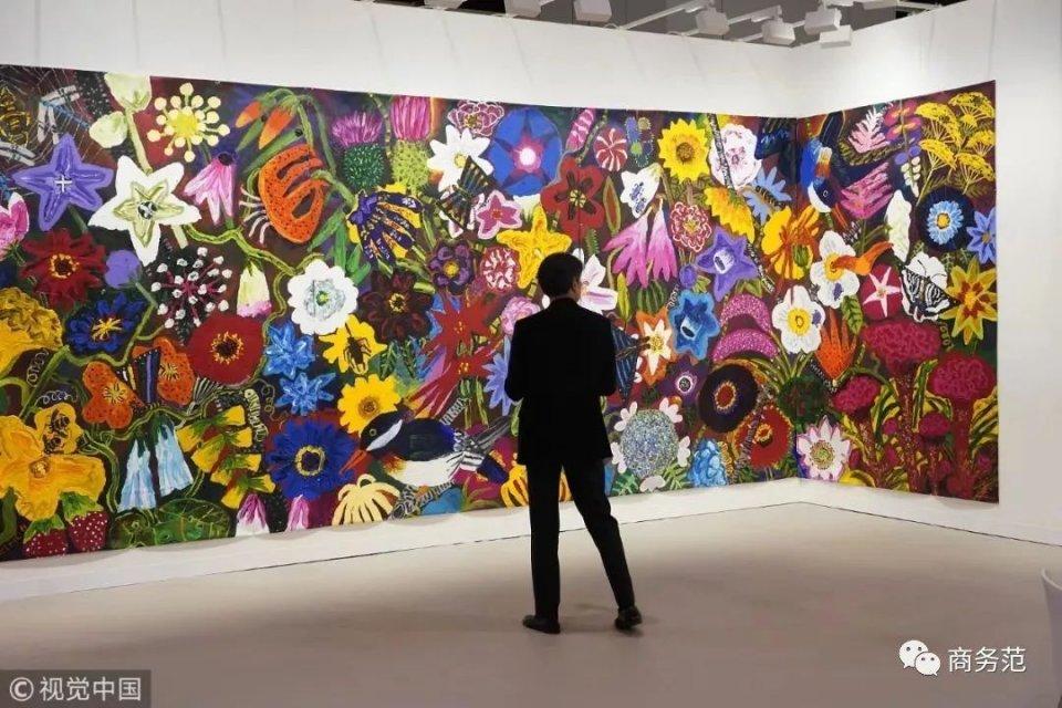 林青霞、黎姿、奶茶妹妹看艺术展,阔酞画风却不一样…