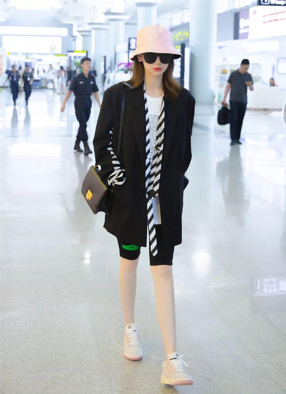 戚薇的好身材不是盖的!穿灯笼裤双腿又细又长,蚂蚁腰不像生过娃