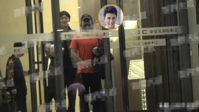 杜淳被曝国庆领证结婚,与女友看电影却被拍到大厅内吸烟